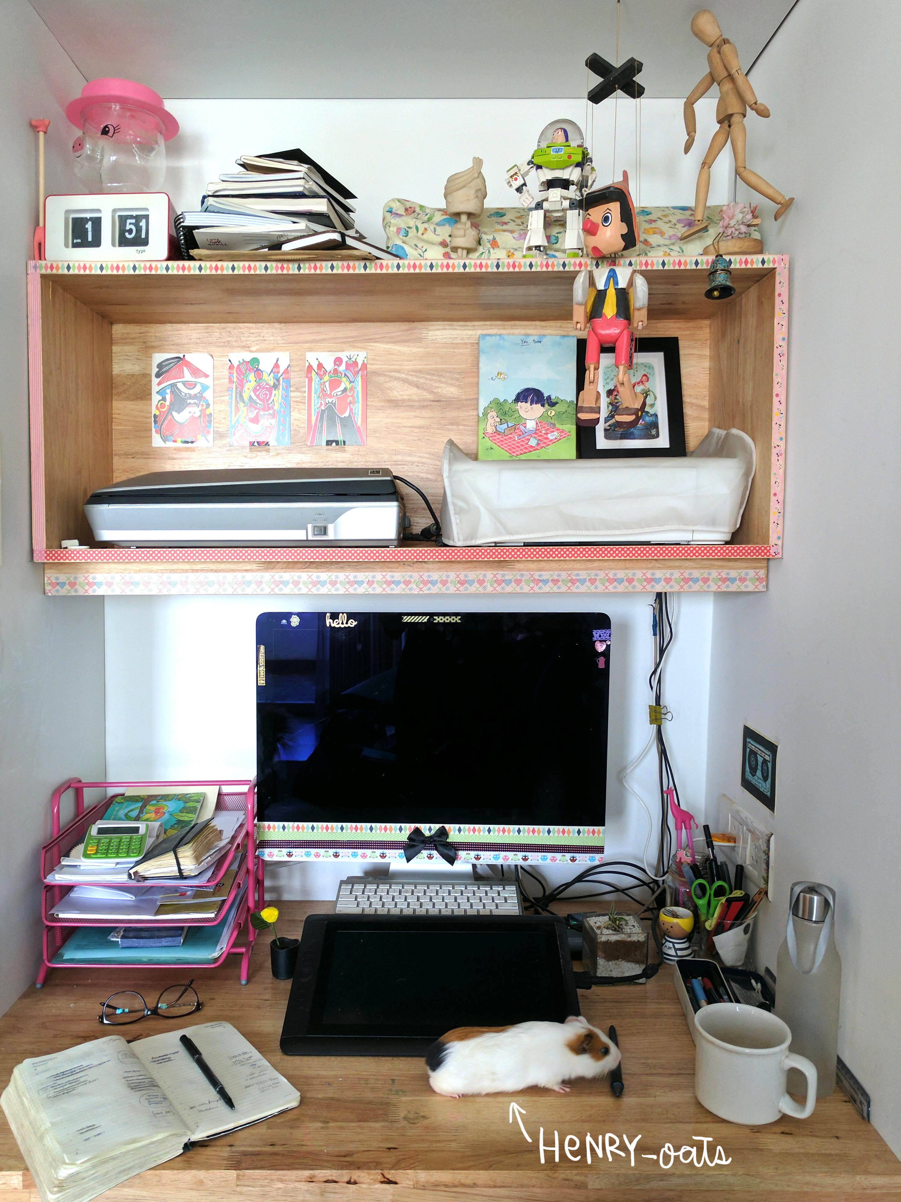 alicia's desk