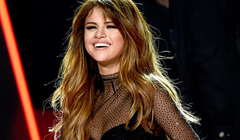 Guess Who Wants To Sing For Bollywood? It's Selena Gomez!!