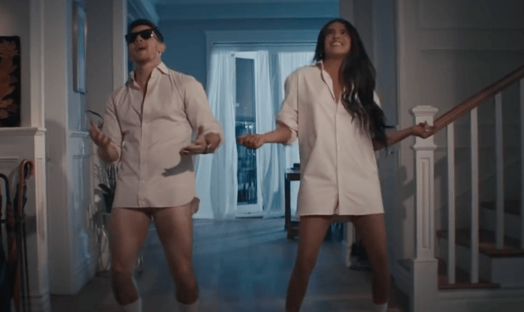 Priyanka & Nick Sizzle In Jonas Brothers' New Single 'What A Man Gotta Do'